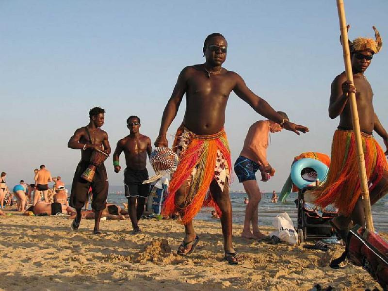 102 Смотреть фото отдых темнокожих и белых нудистов на природе